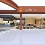 アジア各国で1,041店舗以上を展開するカフェがいよいよ日本へ!caffe bene(カフェベネ)2013年12月24日(火) 羽田空港第一ターミナル出発ロビーにオープン!