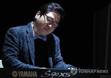 作曲家ユン・イルサン、沈没事故犠牲者へ哀悼演奏曲を捧げる