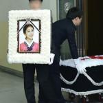 「LADIES' CODE」故リセ、涙の出棺…負傷したメンバーらも参列