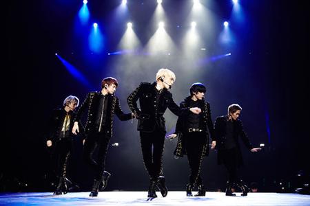 「SHINee」、二日連続オリコン1位!