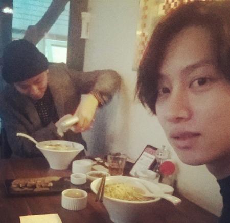 「SJ」ヒチョルと「BEAST」ジュンヒョンの食事風景が話題
