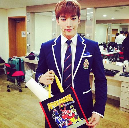 「2PM」Jun.K、制服姿で高校生に変身 「狂ったわけじゃないよ」