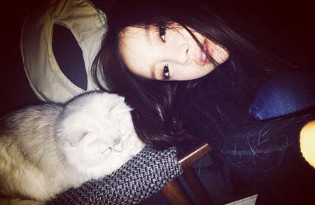 「KARA」ハラ、愛猫チャチャとの幸せなひと時〜