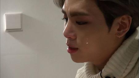 「SHINee」ジョンヒョン、番組のインタビュー中に涙