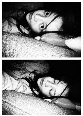 "「KARA」ク・ハラ""暗闇の中の美女""…寝ながらのベッドセルカ公開"