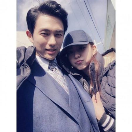 """ユイ(AFTERSCHOOL)、スロン(2AM)の肩に寄りかかって…""""恋人みたい"""""""