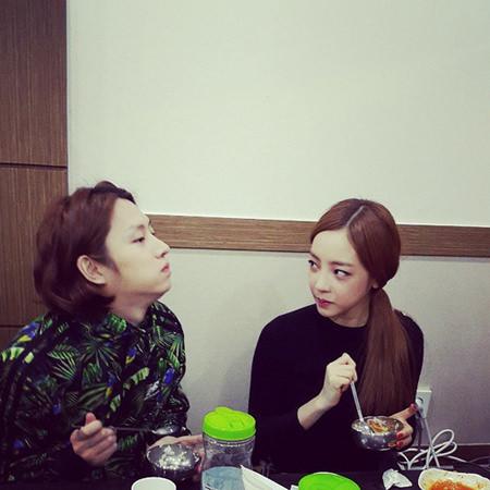 """ヒチョル(SJ)&ハラ(KARA)、""""兄妹""""のようなリアル写真公開"""