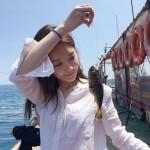 """「ダビチ」カン・ミンギョン、船上で""""釣り女子""""に… 魚と美貌対決?"""