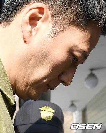"""""""麻薬容疑""""俳優キム・ソンミン、公判1分で終了…「起訴も調査もまだ…」"""