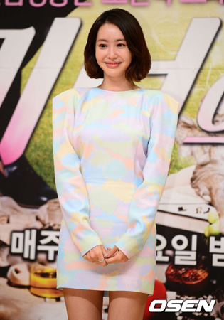 パク・スジンからブーケ受け取った女優ワン・ジヘ、キーイーストと契約満了「再契約はしない」