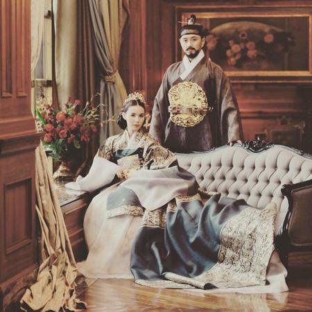 チン・テヒョン&パク・シウン結婚、ウェディング写真を公開 「まるで時代劇のワンシーン」