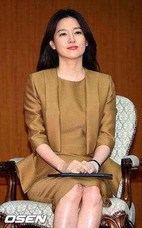 女優イ・ヨンエ、DMZ地雷爆発で足切断の兵士に500万円を寄付