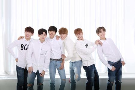 ジャッキー・チェン全面プロデュースの男性アイドルグループ「JJCC」が、日本デビュー詳細を報告