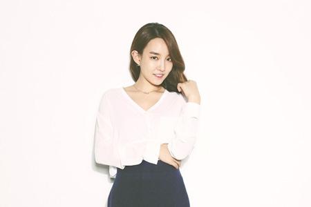 歌手ユンナ、「青い夜」ジョンヒョン(SHINee)の代わりに臨時DJへ