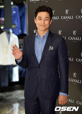 俳優チ・ジニ、韓国版「最後から二番目の恋」撮影中に鼻負傷…病院行
