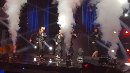 新人グループ「INX」、中国ファッションショーで祝賀ステージ披露