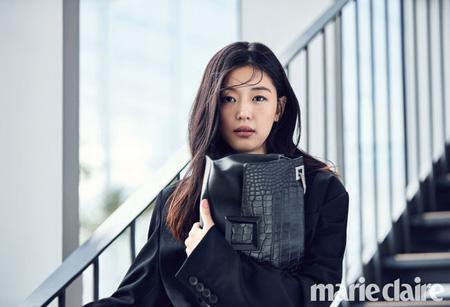 女優チョン・ジヒョン、優雅な魅力をアピール!