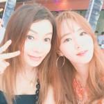 ユリ(少女時代)、ハワイでの近況報告…女優ファン・シネと美貌対決?