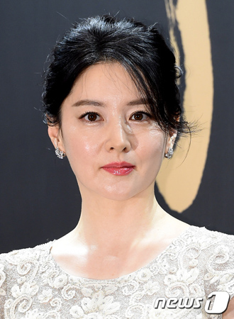 女優イ・ヨンエ、秋夕(旧盆)特番に出演か? SBS側「前向きに協議中」