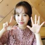 """女優ハン・ジミン、映画「密偵」700万人突破をお祝い…""""華やかな美貌"""""""