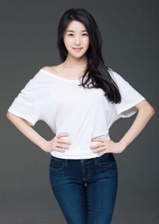 俳優イ・ヒョンジェと結婚のキム・ヨルが話題=MV・ドラマで活躍のスレンダー美女
