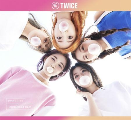 """「TWICE」、メンバー5人の""""風船ガム""""ティーザー公開"""