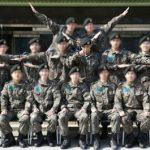 T.O.P(BIGBANG)、訓練所同期との写真公開…センターでカリスマ溢れる姿に視線集中