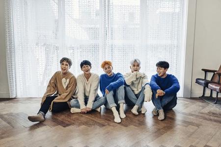 「Highlight」、アルバム+音源を席巻…週間チャート1位!