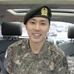 """東方神起ユンホ、ネット放送でファンに除隊のあいさつを告げる…""""たくさん学んできた"""""""