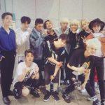 WINNER&Ikon、YGのアイドルが団結した…音楽放送出演の認証写真公開