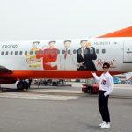 「東方神起」ユンホ、チェジュ航空のラッピング機乗って済州に
