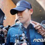 """""""大麻起訴""""「BIGBANG」T.O.P、取材陣の質問にも無言のまま去る"""