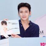 「PHOTO@河南(ハナム)」俳優チ・チャンウク、24MIRACLEのファンサイン会で輝く笑顔