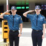 「東方神起」チャンミン&「SJ」シウォン、そろって除隊! 数千人のファンが出迎え