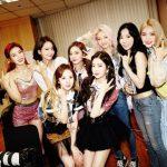 「少女時代」、「Red Velvet」の初コンサートを訪問応援