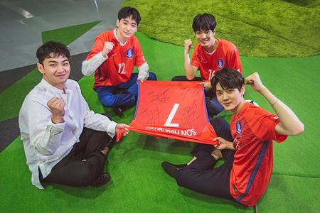 「NU'EST W」、ロシアW杯アジア地区最終予選を応援