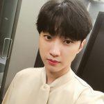 """B1A4 ジニョン、ナチュラルなセルフショットを公開""""ドラマを見てくれた皆さんに感謝します"""""""
