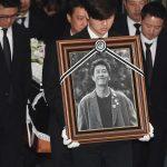 「PHOTO@ソウル」故キム・ジュヒョク、多くの同僚俳優たちに見送られる中出棺