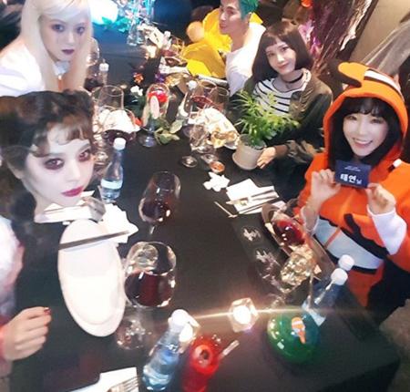 ヒョヨン&テヨン&ユナ&サニー、SMエンタのハロウィンパーティで集合した「少女時代」