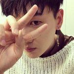 """SUPER JUNIORウニョク、13年目のアイドルの照れくさそうなVサイン…""""ありがとう、ELF"""""""