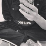 """<トレンドブログ>「EXO」チャンヨルが新しく手首に刻んだタトゥー""""1485""""に注目!"""