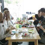 「校則違反修学旅行」iKON、東京女子高の友達に韓国語を教える