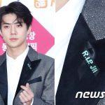 故SHINeeジョンヒョンを追悼…EXO&Red Velvetら、「歌謡大典」に黒いリボンをつけて参加
