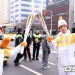 「SUPER JUNIOR」ドンへ&イェソン、平昌冬季オリンピック聖火リレーに参加 「五輪ファイト!」