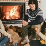 <トレンドブログ>「ヒョリの民泊2」が公式ポスターのビハインドカットを公開!家族写真のように温かい♡