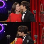「大賞」チソン&「最優秀賞」イ・ボヨン、抱擁とキスで受賞の喜びを分かち合う