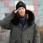 俳優イ・ヒョヌ、明るい笑顔と共に軍入隊「元気に行ってきます」