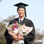 「PHOTO@龍仁」俳優パク・ボゴム、今日、さわやかな笑顔と共に明知(ミョンジ)大学卒業
