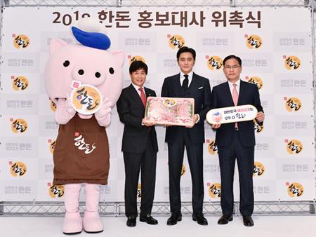 俳優チャン・ドンゴン、2018韓豚広報大使に委嘱される