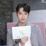 """2PM チャンソン、ウェブドラマ「違って書かれる恋愛」初放送を控えて認証ショットを公開…""""様々な姿を見せたい"""""""